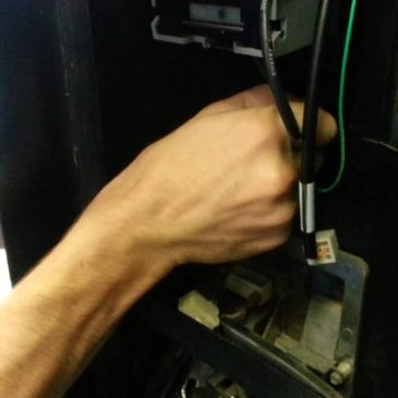 Fix bill acceptor for vending machine
